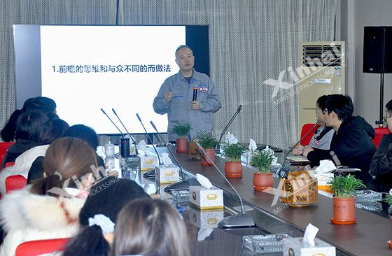 Mr. Zhang Yunlong explained the technology and equipment